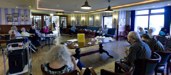 Kringloopwinkel west friesland ondersteun de ouderen in nood