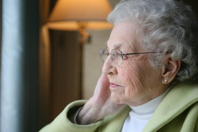 Ruim 200.000 ouderen zien wekenlang niemand
