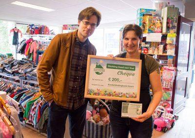 Donatie aan KinderKledingBank Hoorn