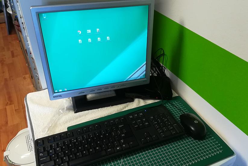 Mycroft schenkt computer aan stichting Goed voor Oud.